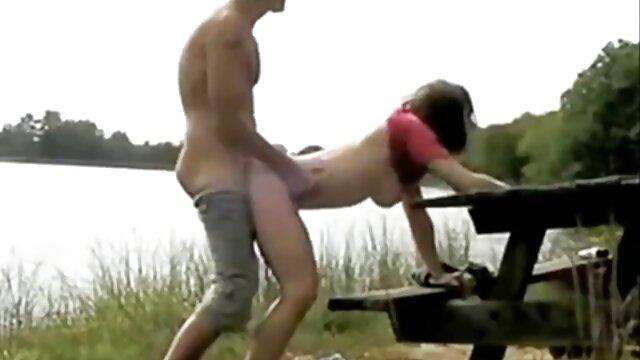 Cặp đôi trên bãi phim x sex biển khỏa thân