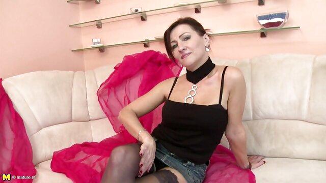 Cô gái xxx phụ đề sexy!